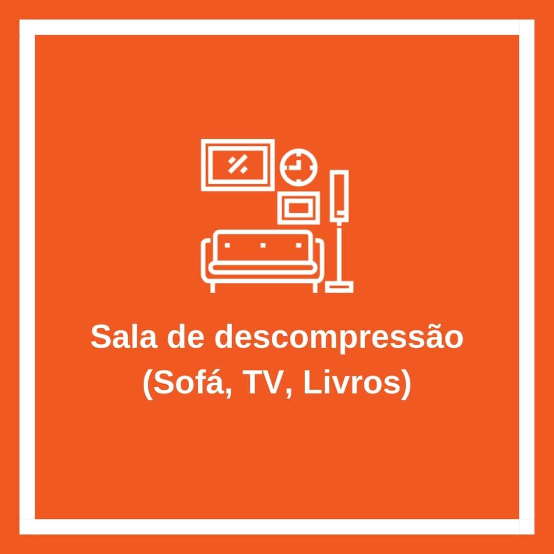 Sala de descompressão (Sofá, TV, Livros)-min